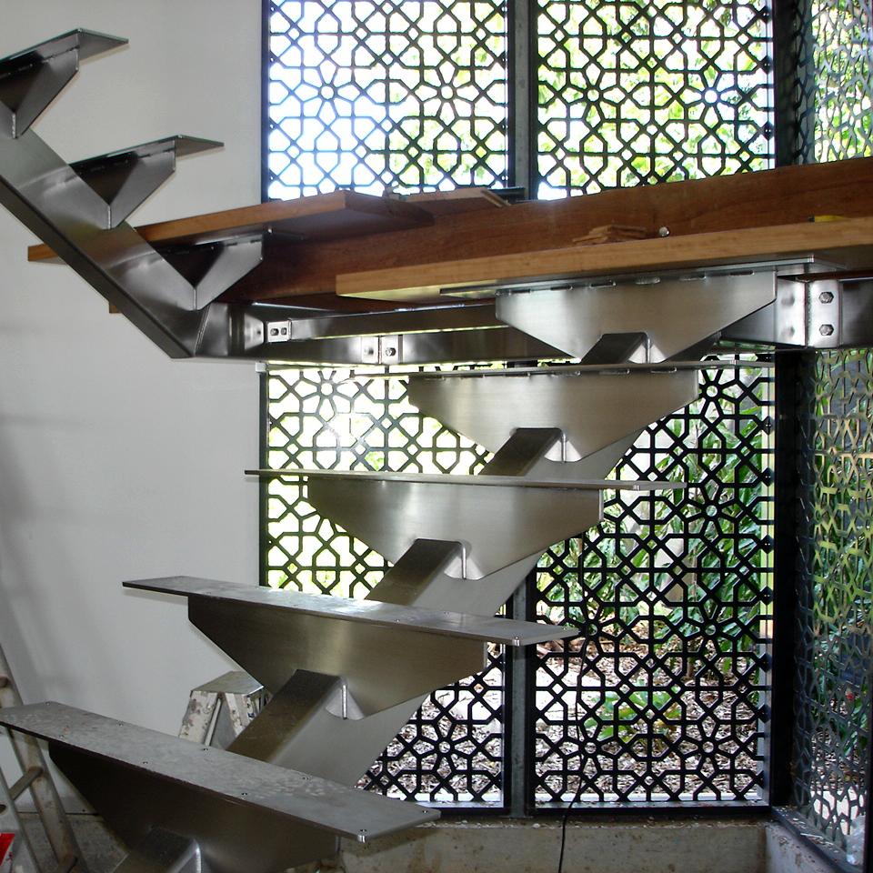 single stringer staircase
